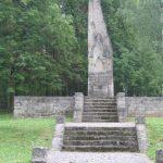 Võnnu lahingute mälestussammas Liepa vallamaja juures