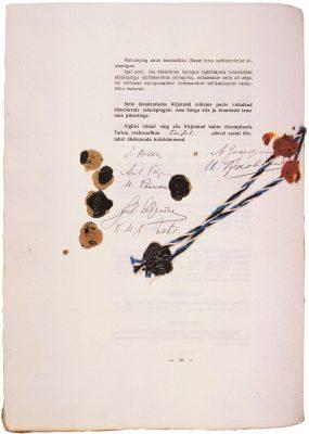 Tartu rahu allkirjadega leht. Foto: välisministeeriumi arhiiv