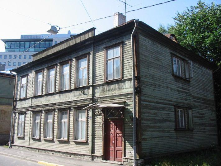 Maja Suur-Tatari 32 Tallinnas. Selles paiknesid enne 1940. aastat Läti saatkonna töötajate korterid.