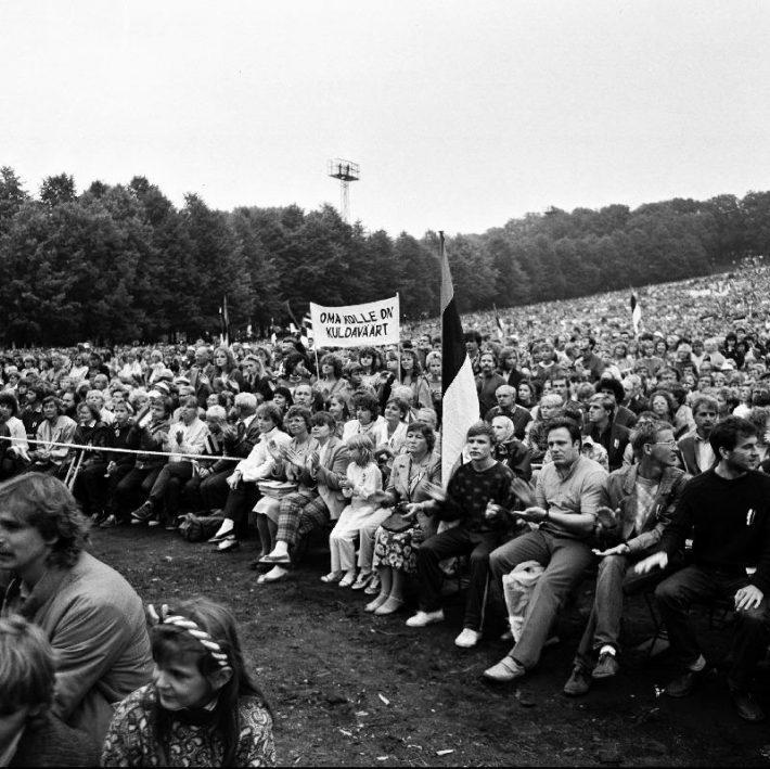 """Eestimaa Rahvarinde organiseeritud suurüritus """"Eestimaa Laul"""" Tallinna lauluväljakul 11.09.1988. Foto: Rahvusarhiiv, Urmas Koemets"""